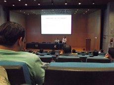 na konferencji